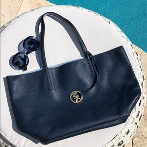 Michael Kors Izzy reversible leather tote
